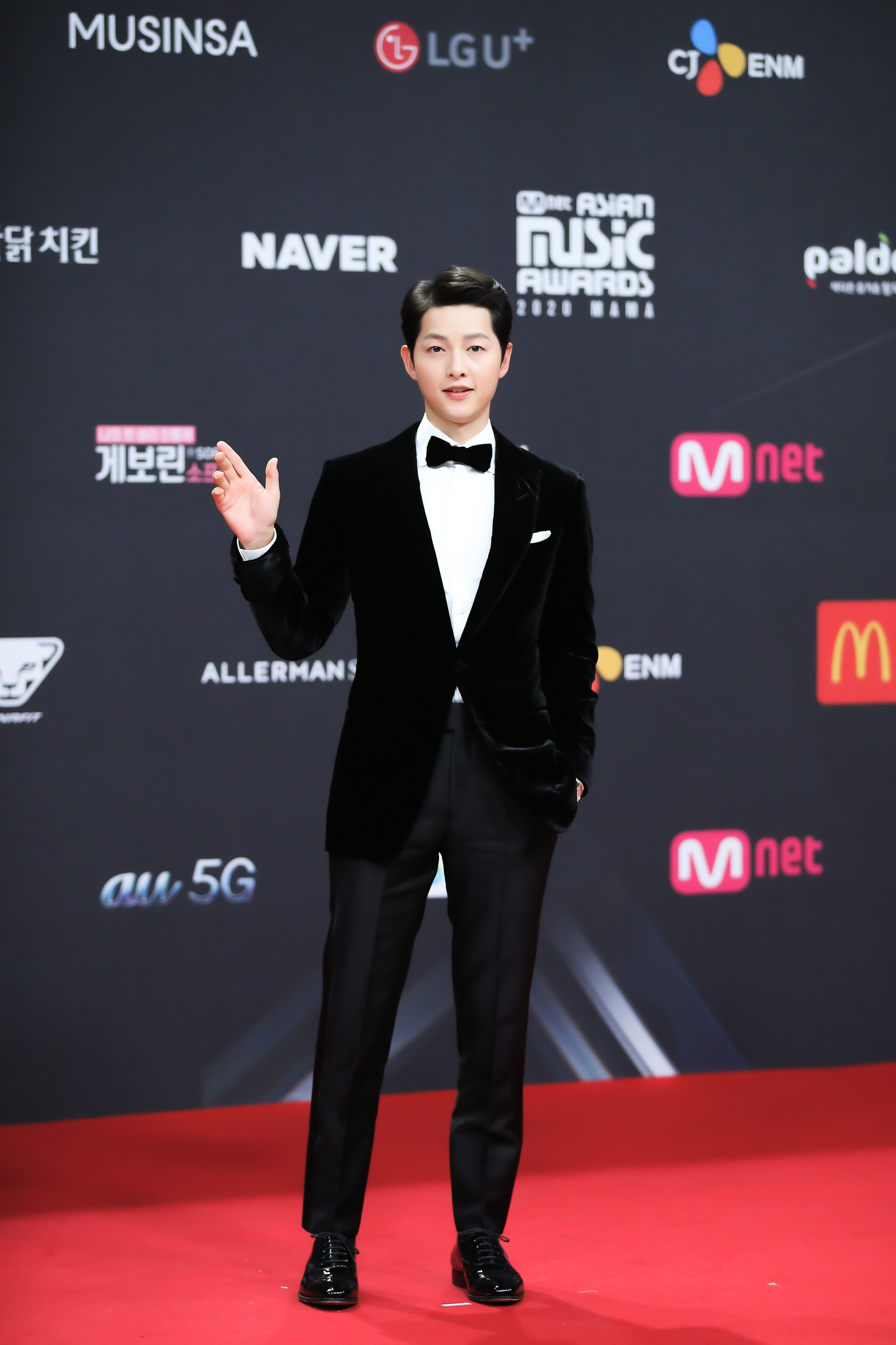 Song Joong Ki wears a suit as he attends the 2020 Mnet Asian Music Awards