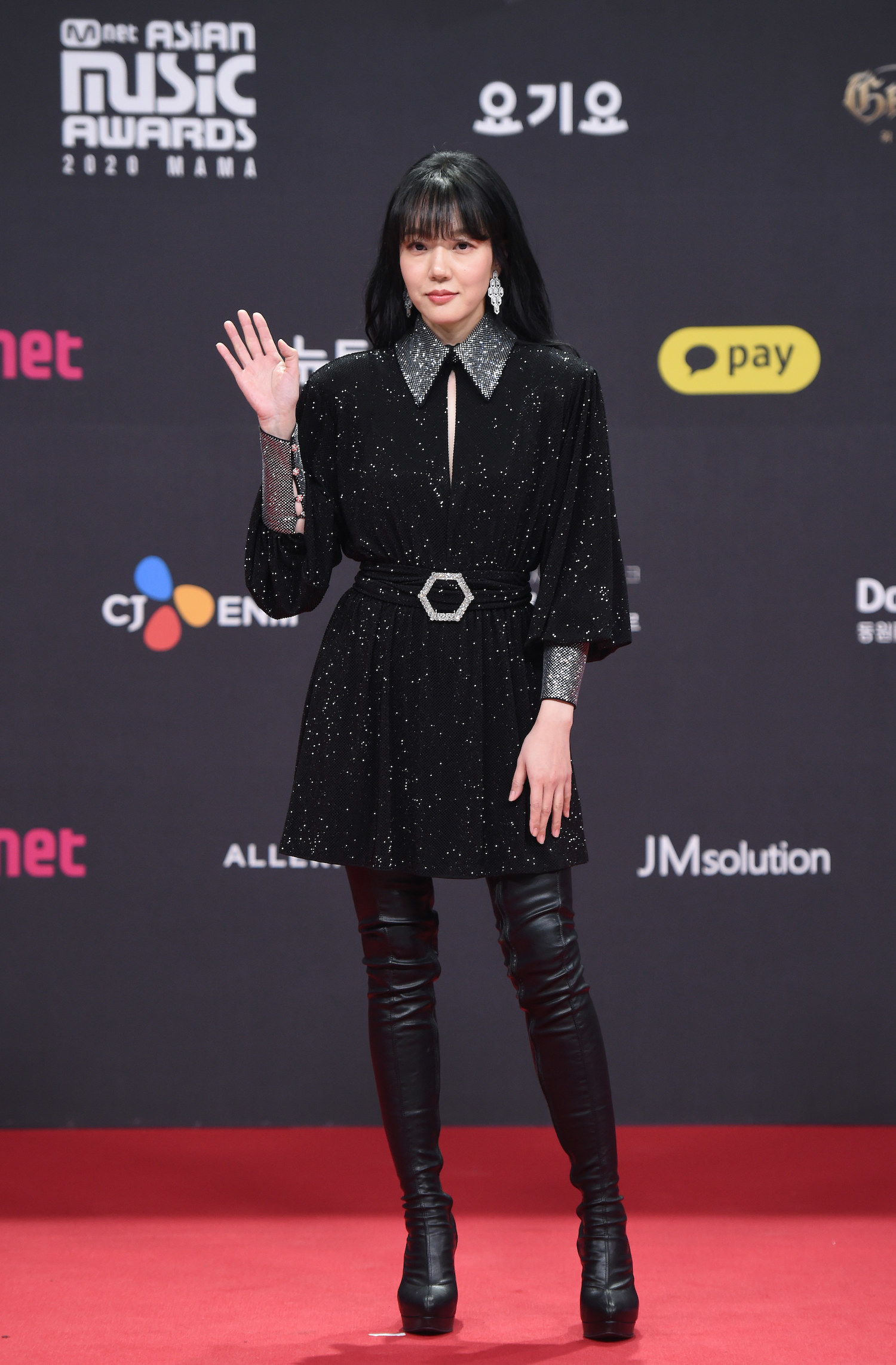 Im Soo Jung wears a black sparkly tunic with a hexagonal belt and leather thigh high boots at the 2020 Mnet Asian Music Awards