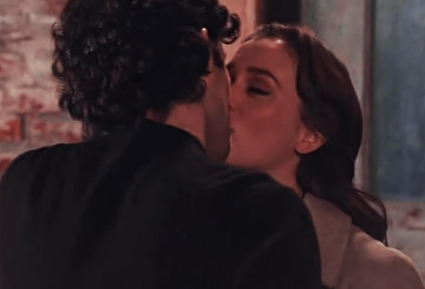 Dan and Blair kissing