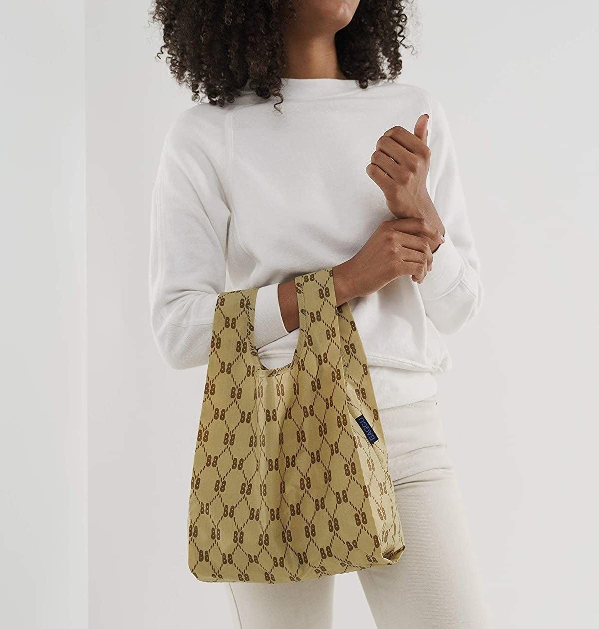 model wearing a beige patterned Baggu