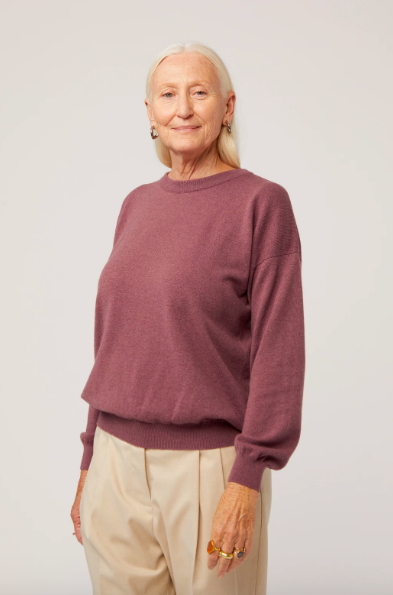 Cashmere sweater with fitted wrists and fitted at hip