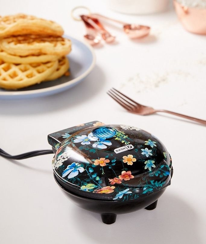 the floral mini waffle maker
