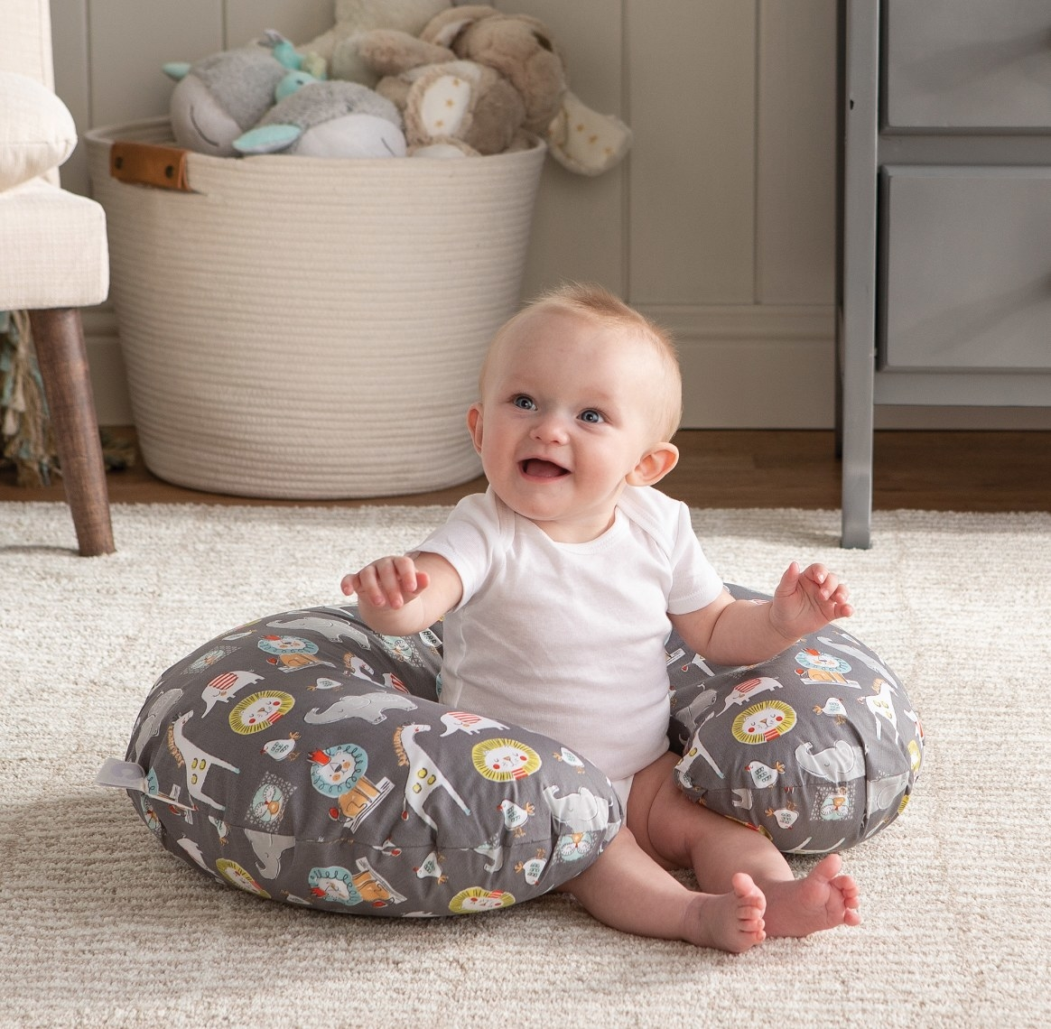 The nursing pillow in sketch slate