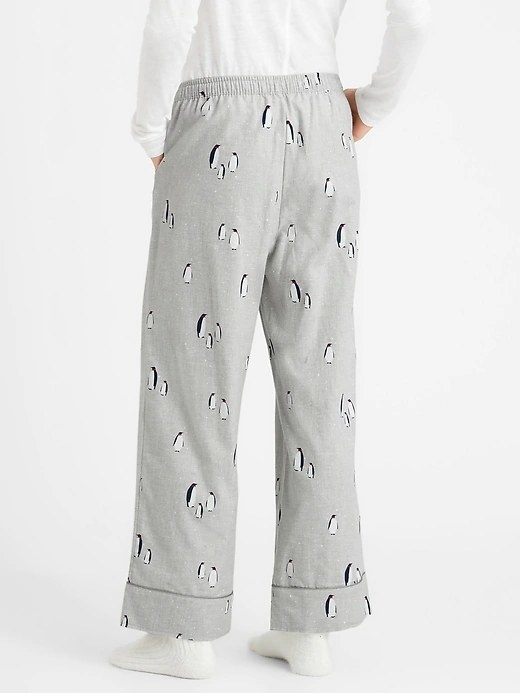 Model wearing the pajama pants in print Gray Party Penguins