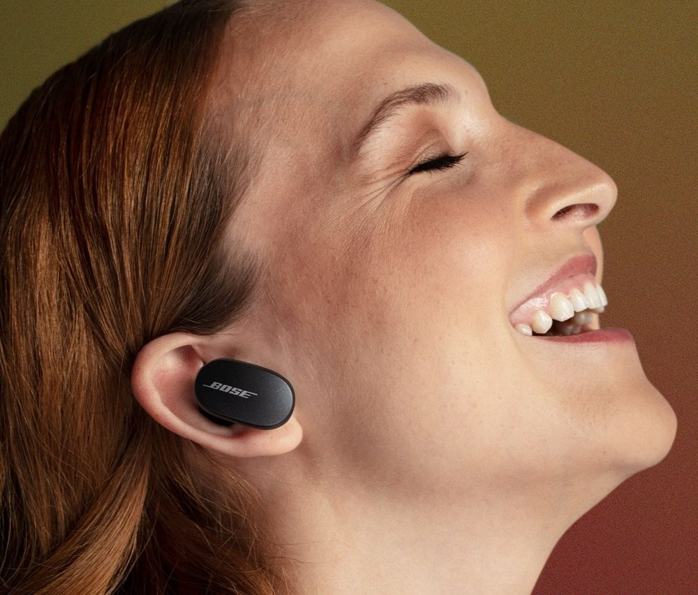 a model wers the bose quietcomfort earbuds