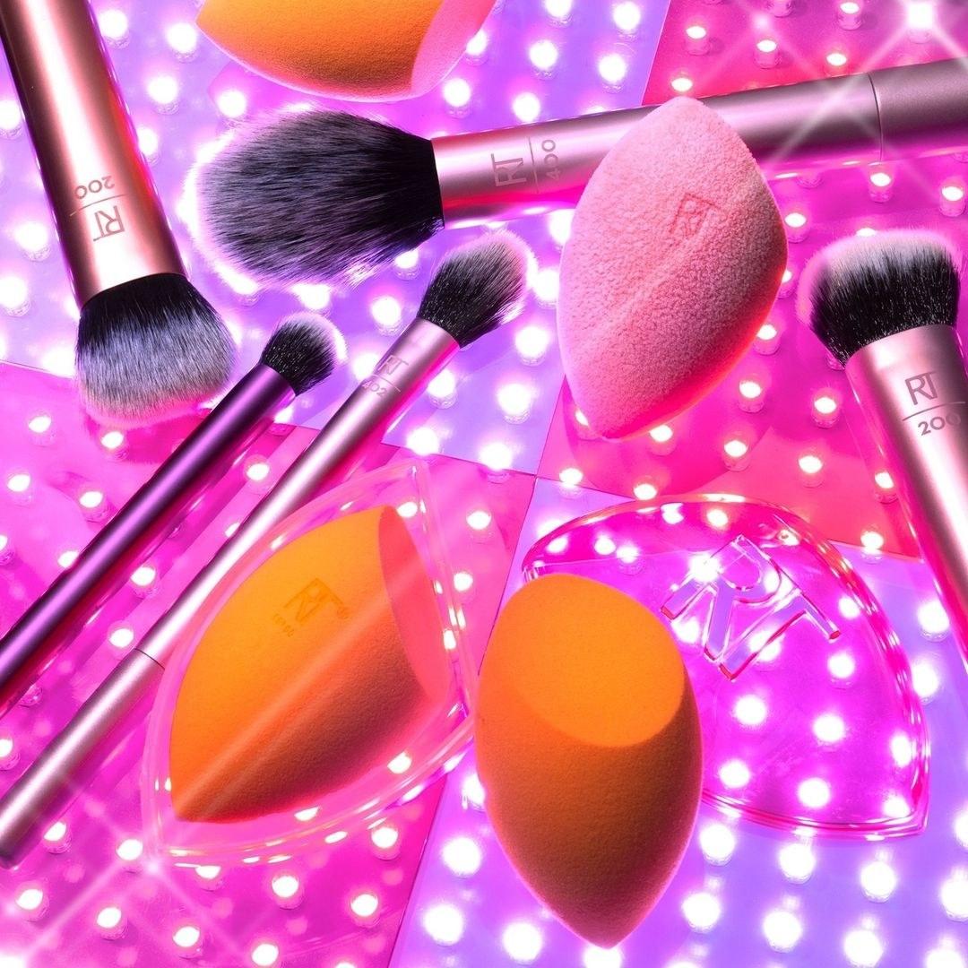 The orange makeup sponge