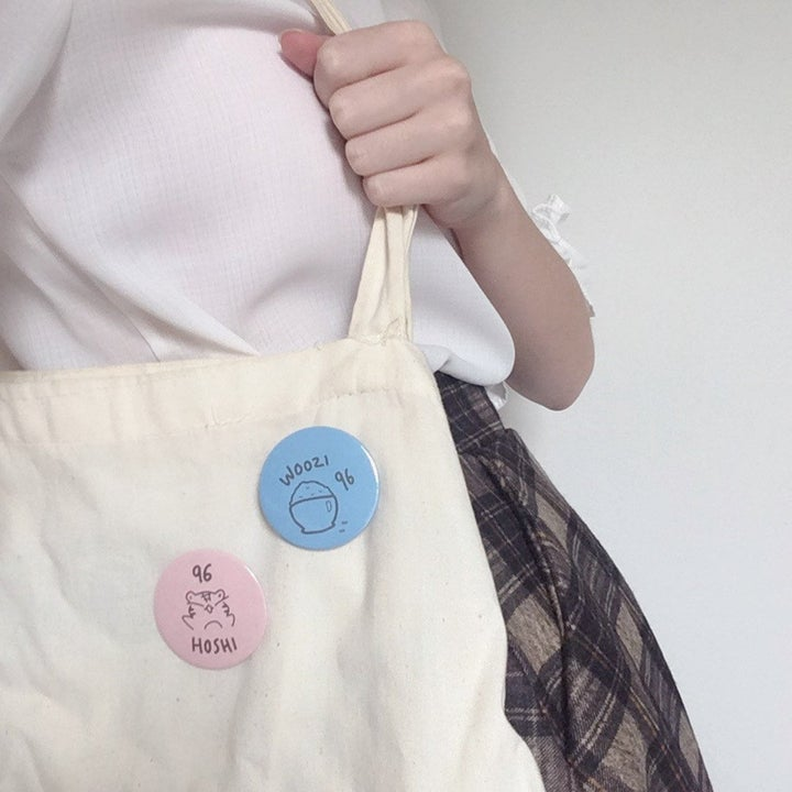the badges on a tote