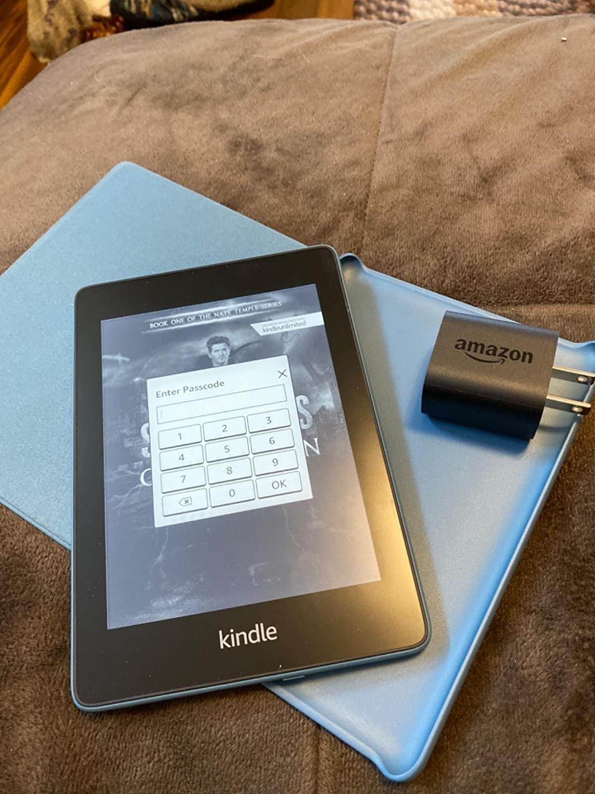 reviewer image of the kindle paperweight bundle
