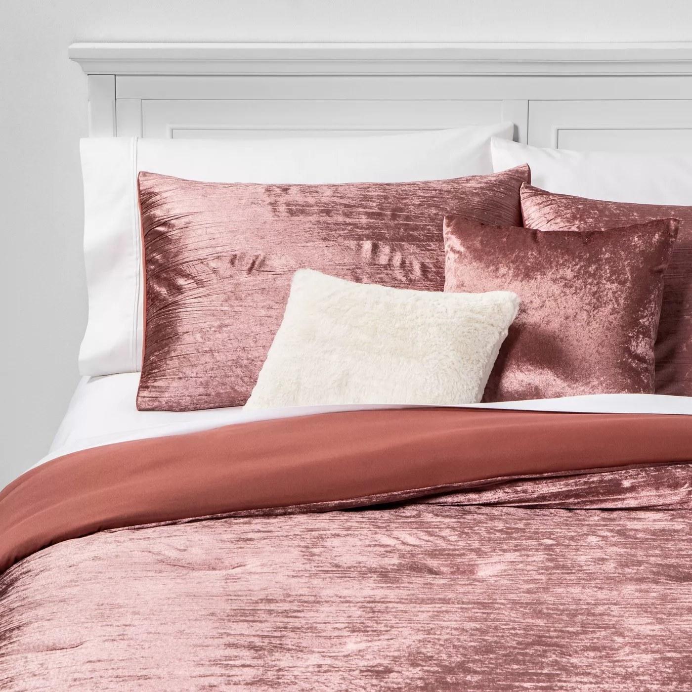 The crinkled, velvet-like bed set in pink