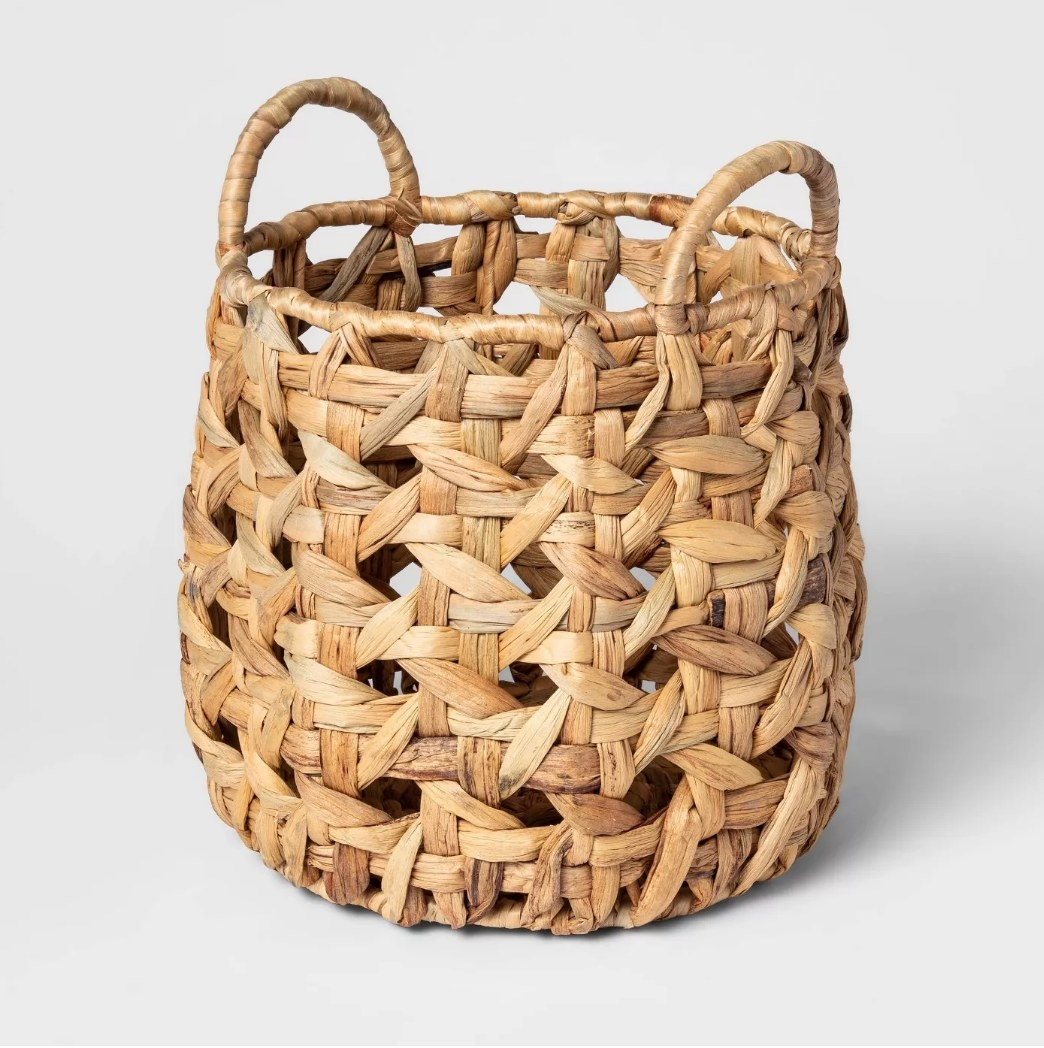 Woven decorative basket