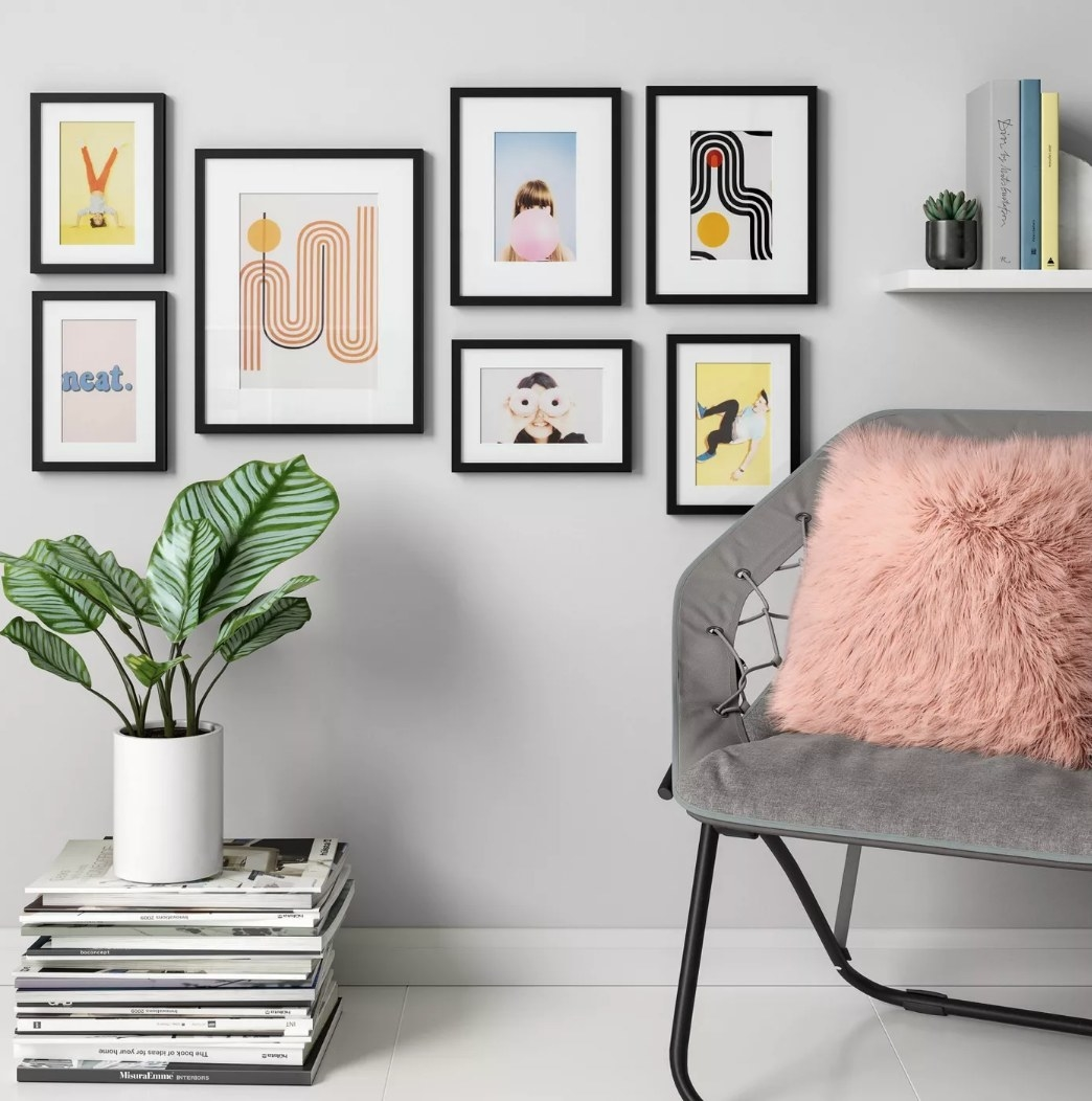 Black frame set on gray wall