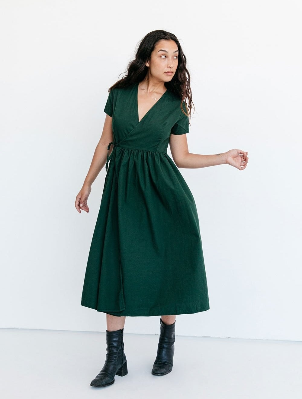 Green midi dress with short sleeves and v-neckline