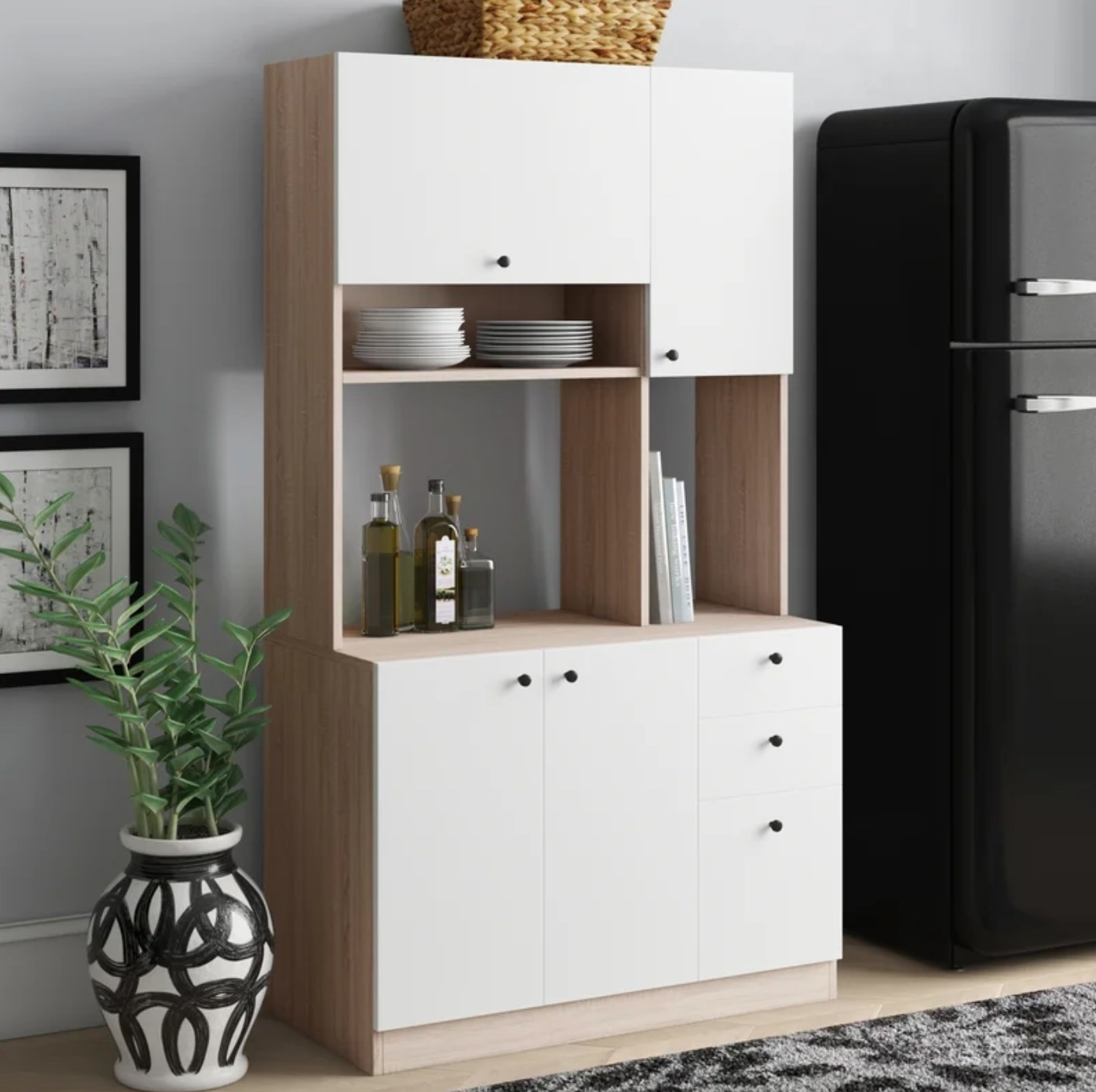 The kitchen pantry in white and beige