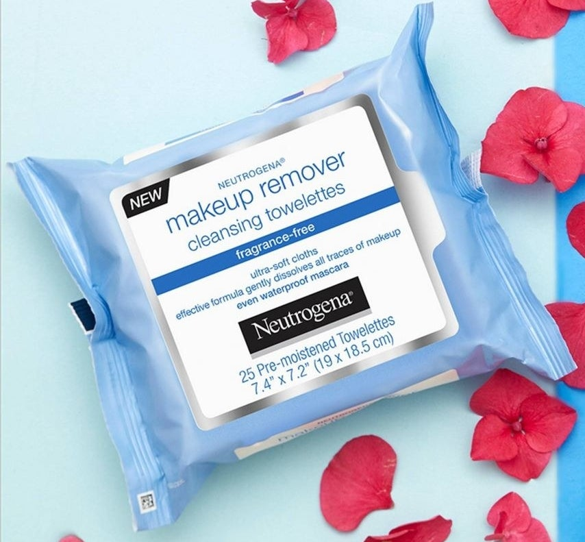 package of neutrogena makeup remover cleansing towelettes