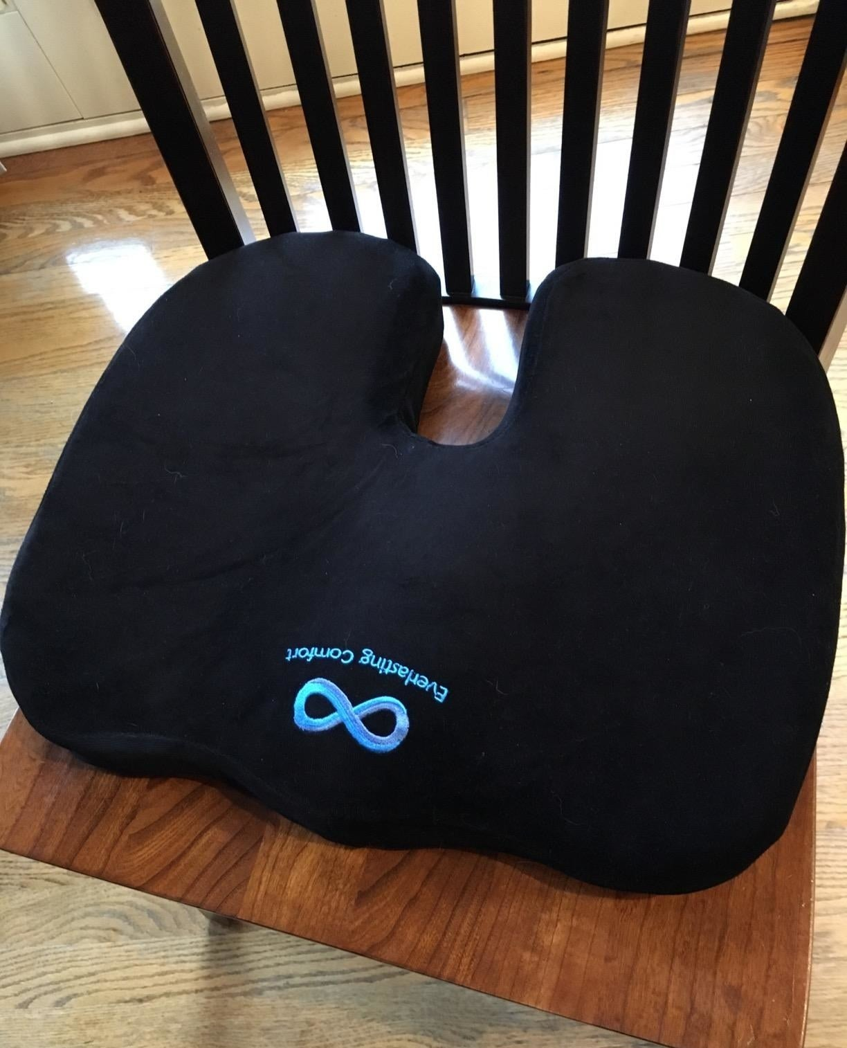 reviewer image of the everlasting comfort seat cushion on a wooden chair