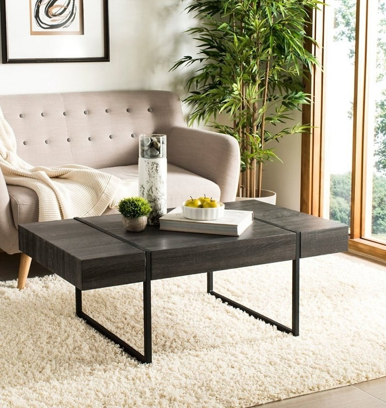 Rectangular coffee table with squared metal frame legs