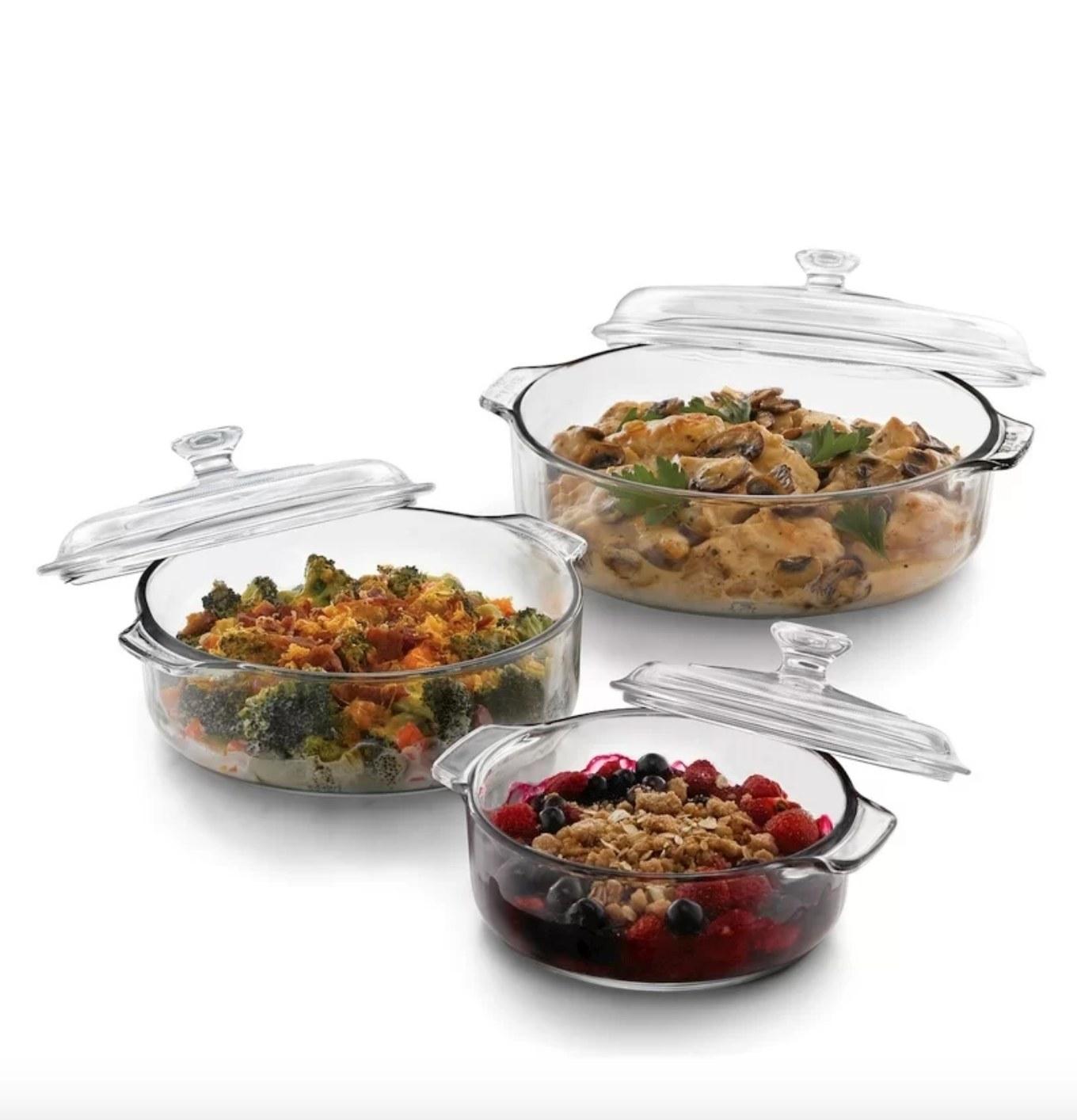 The casserole set in glass