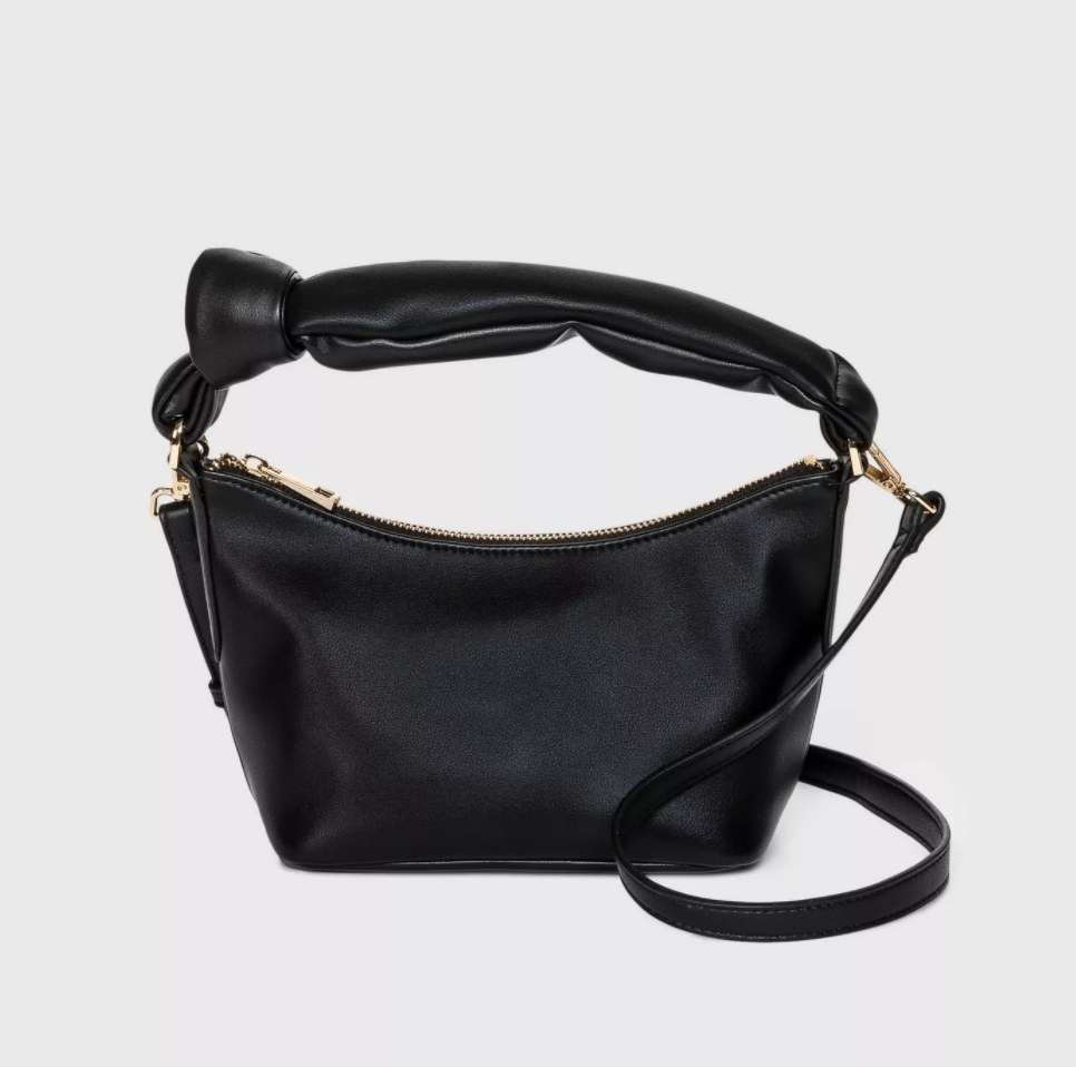 The purse in the color black