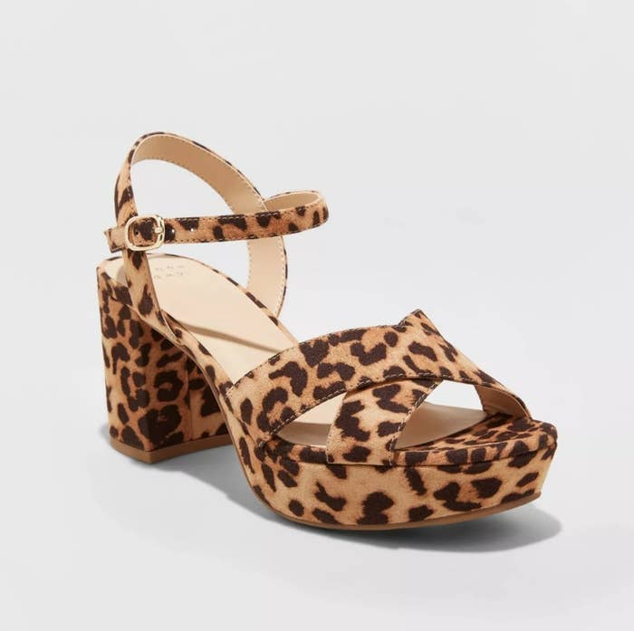 The heels in the color brown/leopard