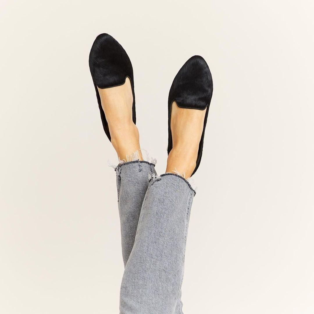 the slightly pointed-toe flats in black velvet