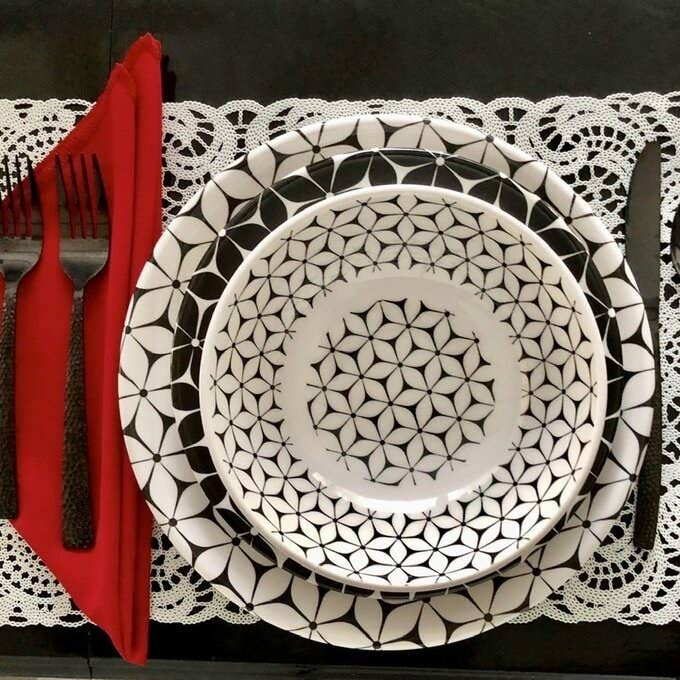 Review photo of the dinnerware set