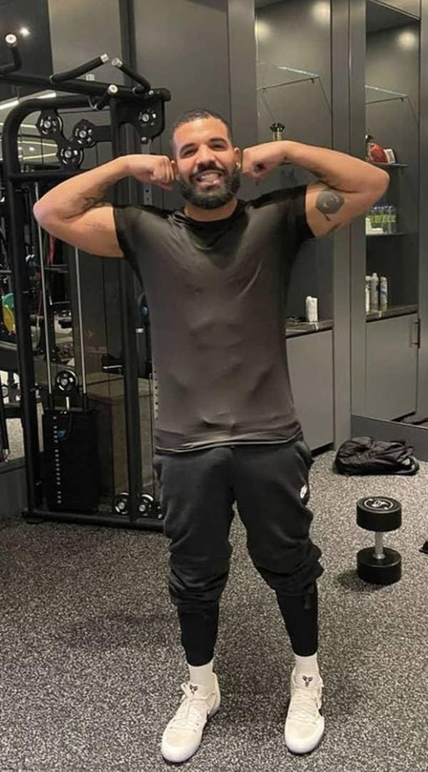 Drake flexing