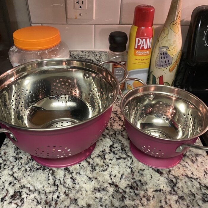 Review photo of the pink colander set