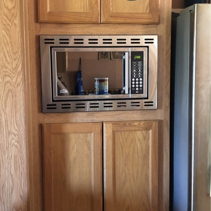 Review photo of the built-in microwave