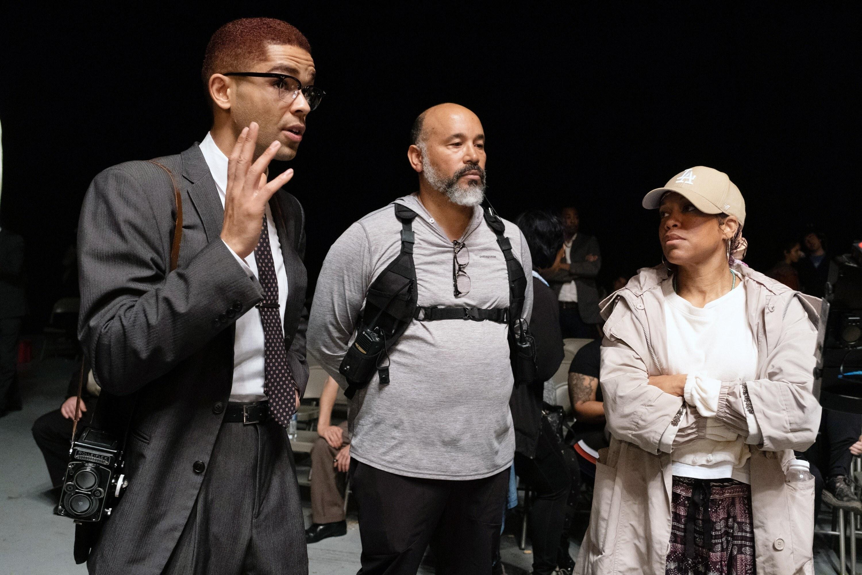 ONE NIGHT IN MIAMI, left: Kingsley Ben-Adir, right: director Regina King, on set
