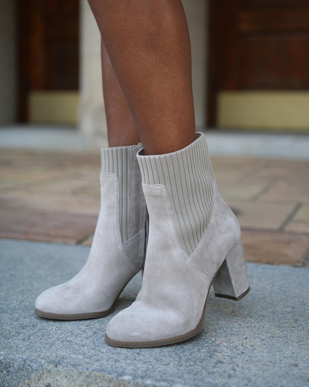the heeled ankle boot with knit upper and suede fabric in cream