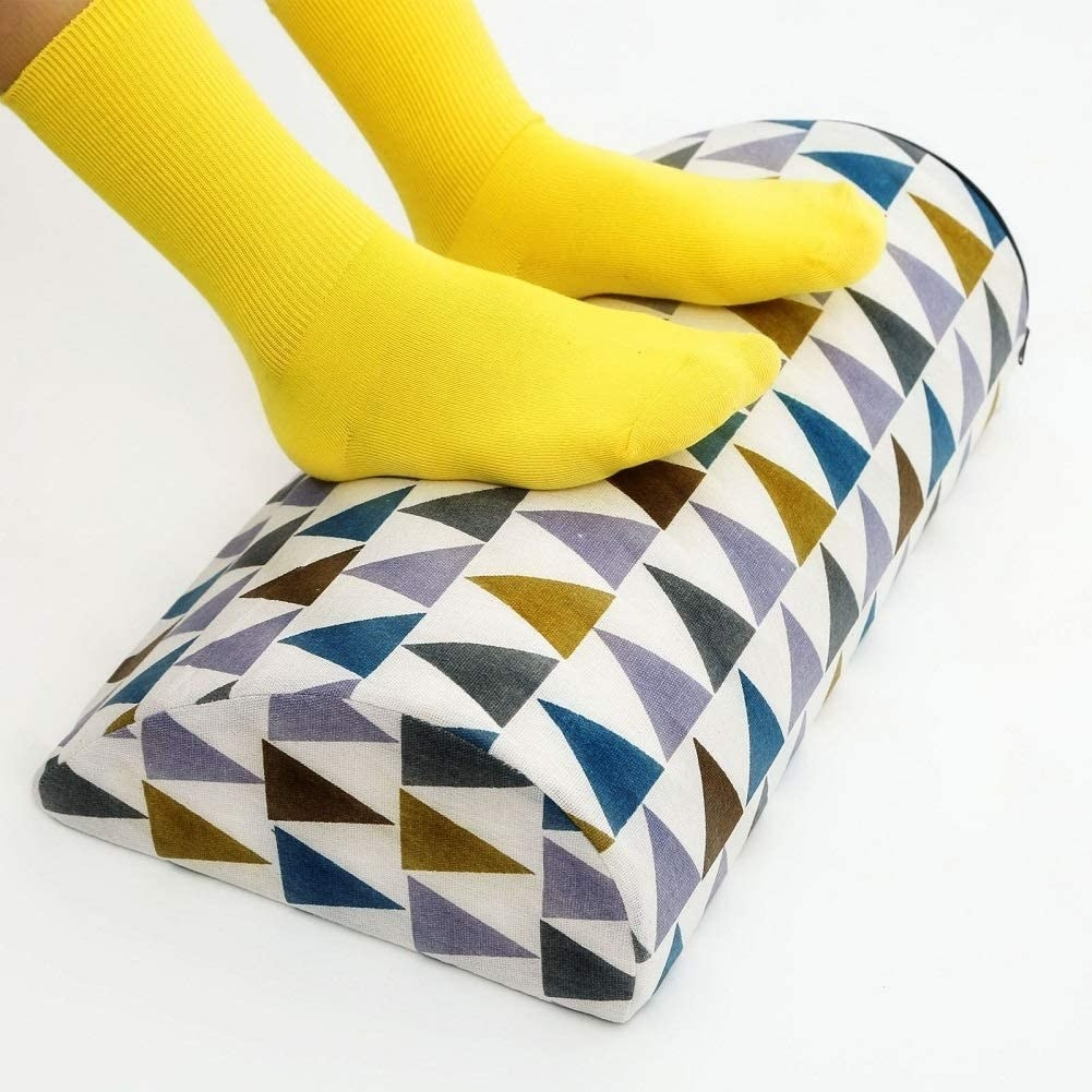 The foot rest in the triangle pattern