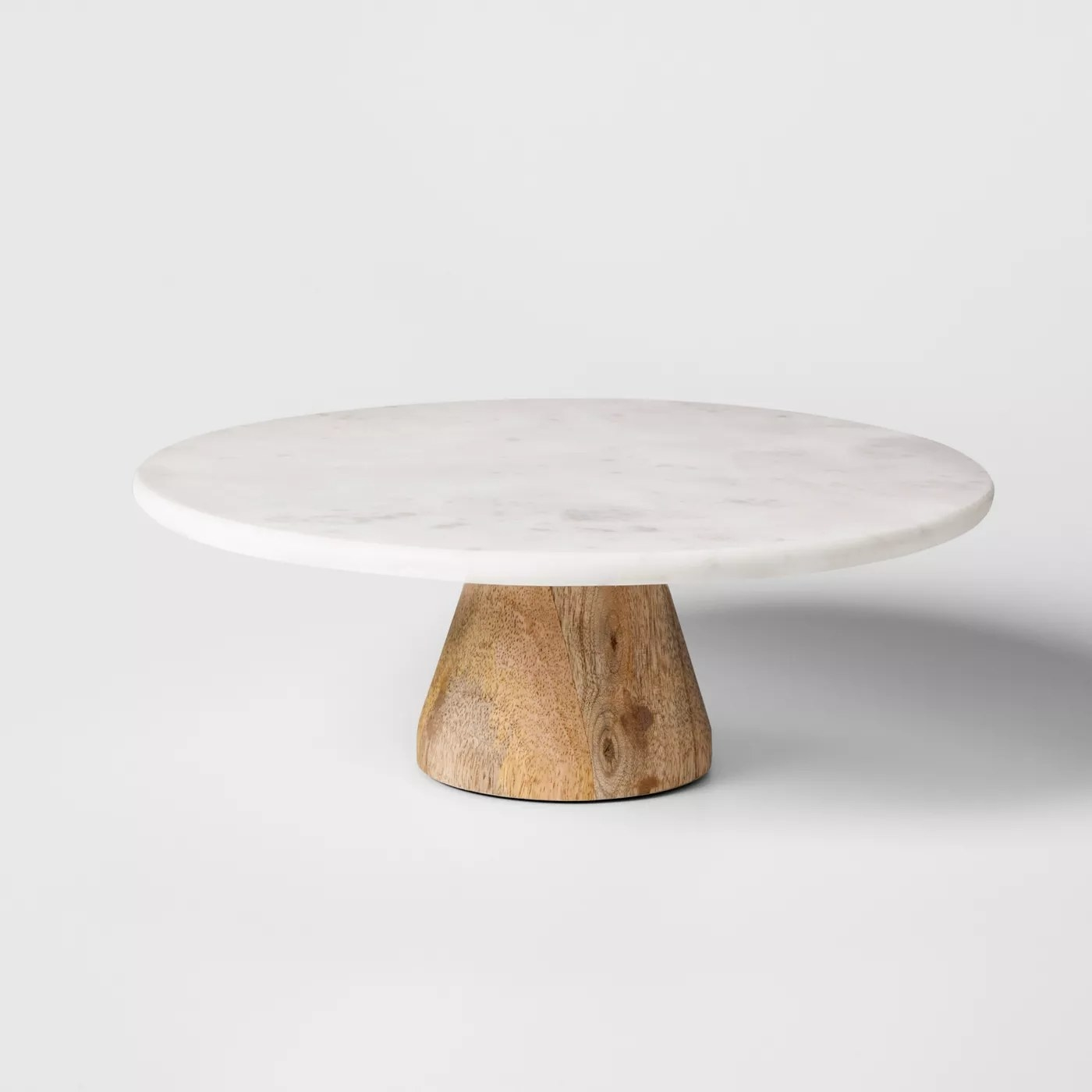 The empty cake stand