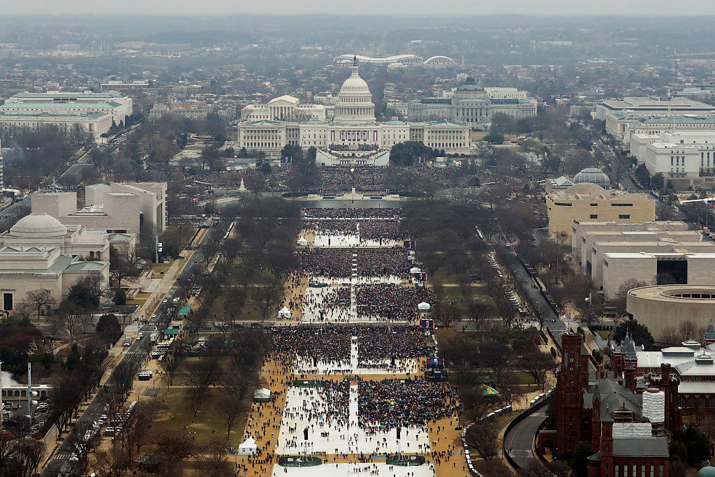 Sparse crowds on the Mall