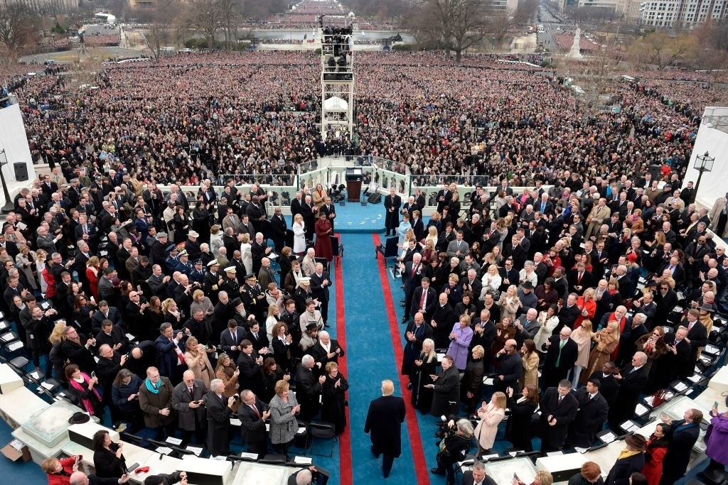 Trump surrounded by a non-socially distanced crowd before Covid-19 hit