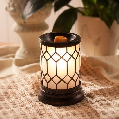 The lantern wax warmer decorated with a geometric pattern
