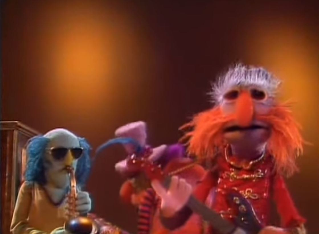 Floyd Pepper sings while Zoot plays sax and Dr. Teeth plays piano