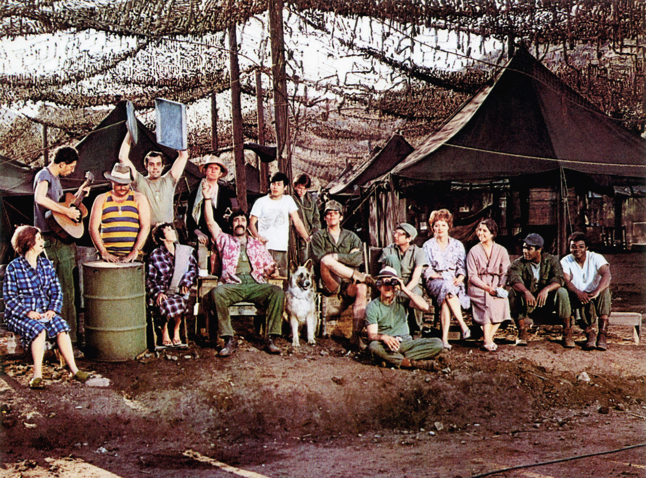 photo of the cast of M*A*S*H