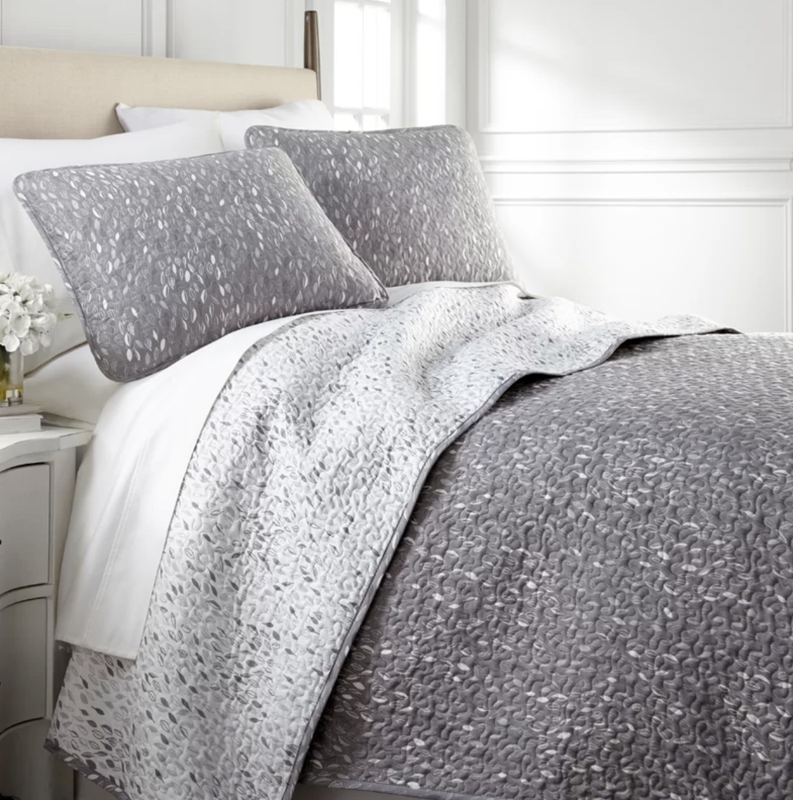 the quilt set in gray