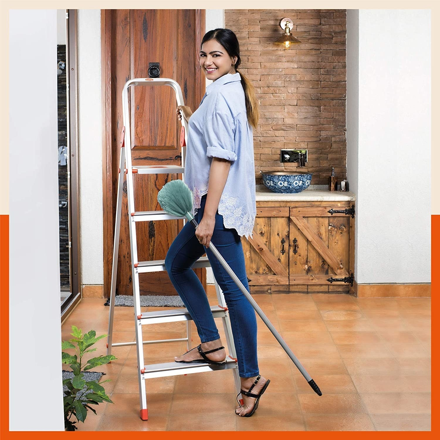 A foldable 5-step ladder