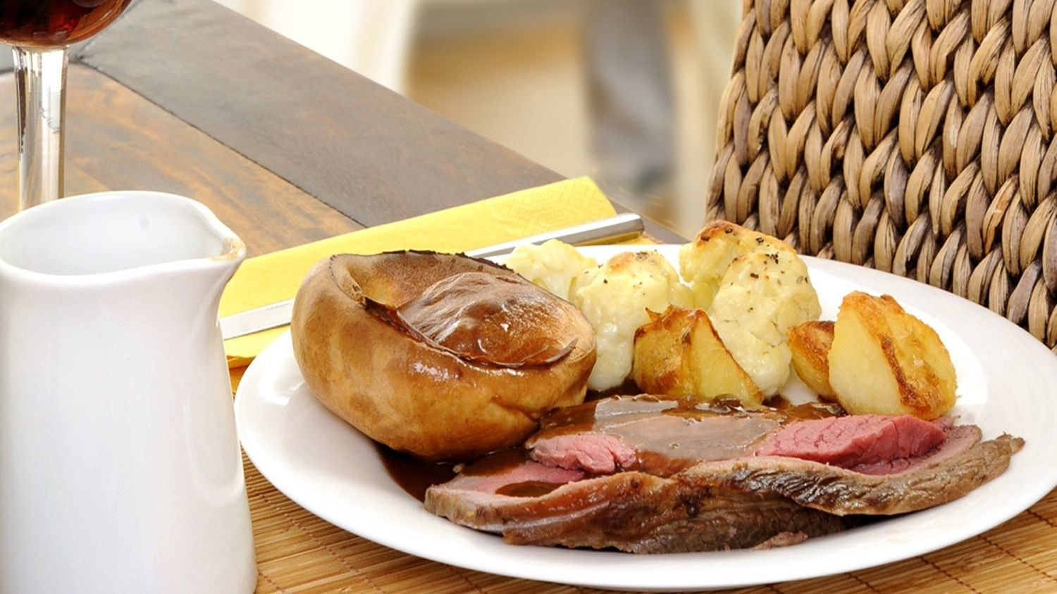 A combination of Meat(beef and ham I think not 100% sorry), Yorkshire pudding, roast potatoes and vegetables.