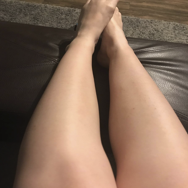 a reviewer showing their legs look smooth after shaving with the gel