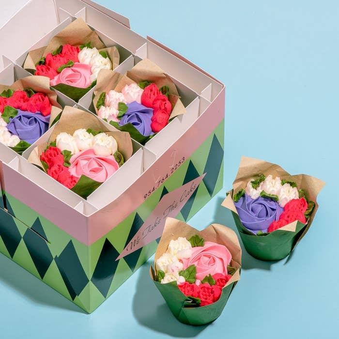 cupcakes with frosting flower bouquets