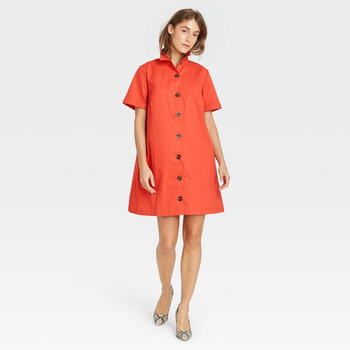 Model in short sleeve button-up trapeze dress