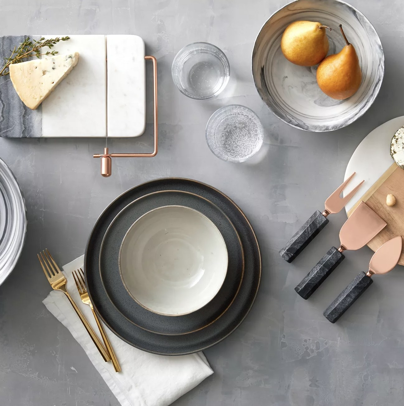 The dinnerware set