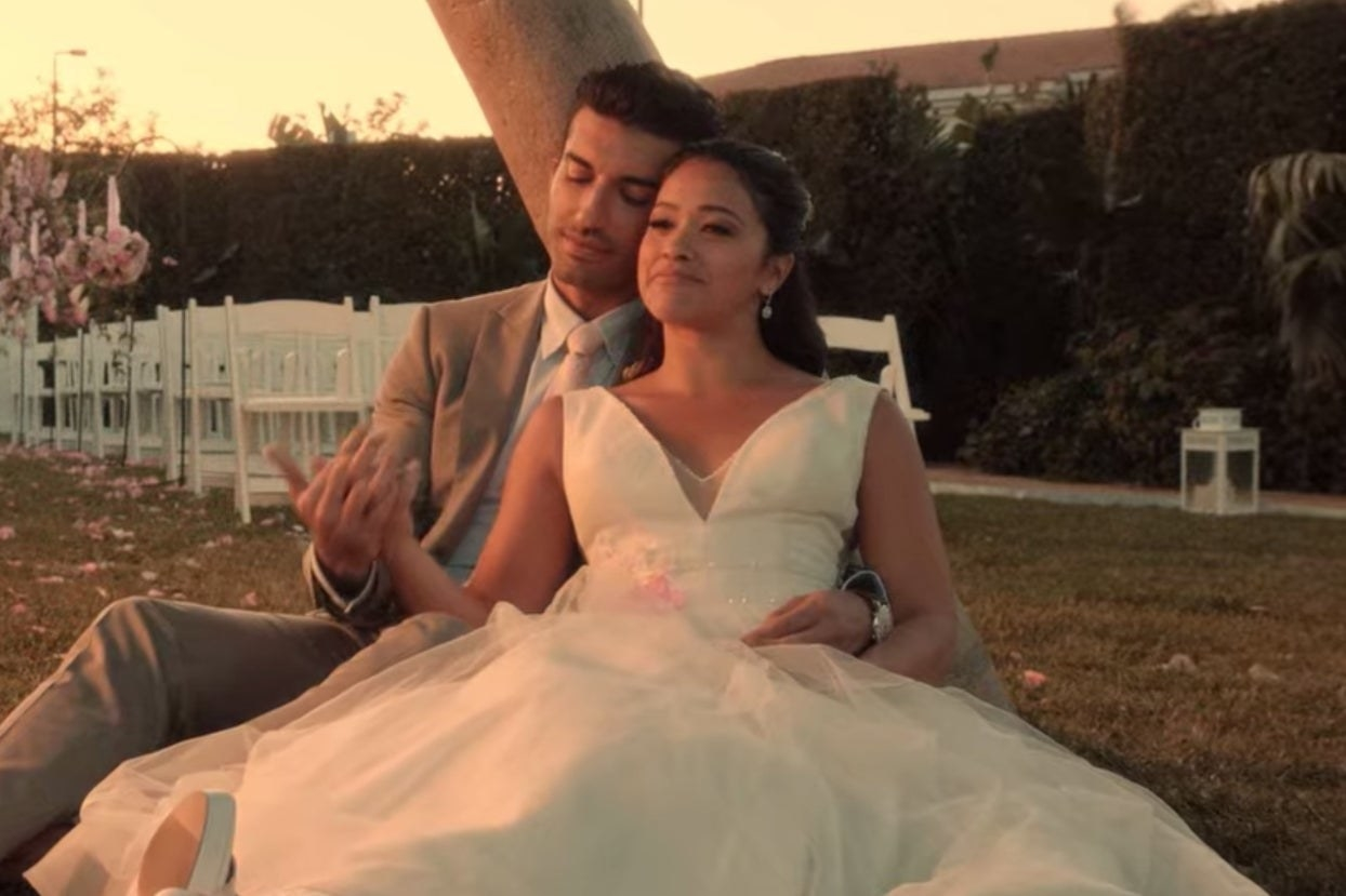 "Jane and Rafael at their wedding in ""Jane the Virgin"""