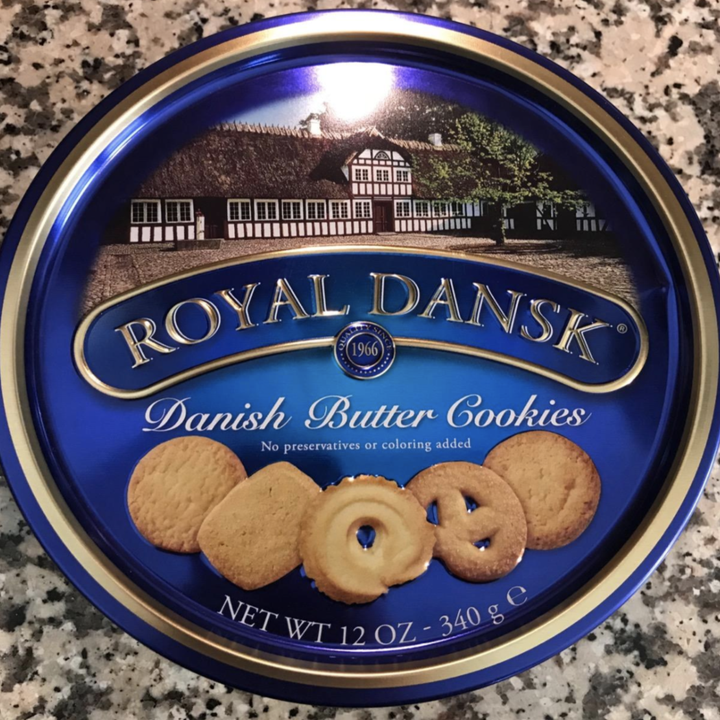 the tin of cookies