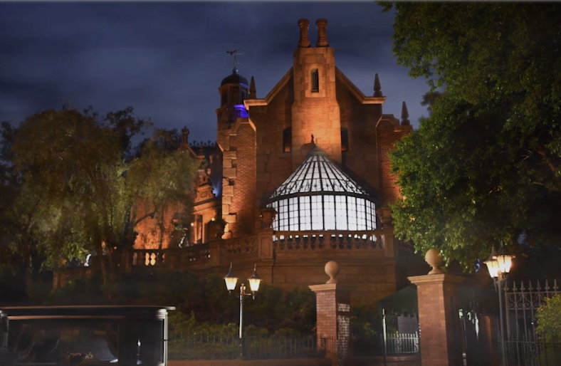 Screenshot of the outside of the Haunted Mansion at the Magic Kingdom