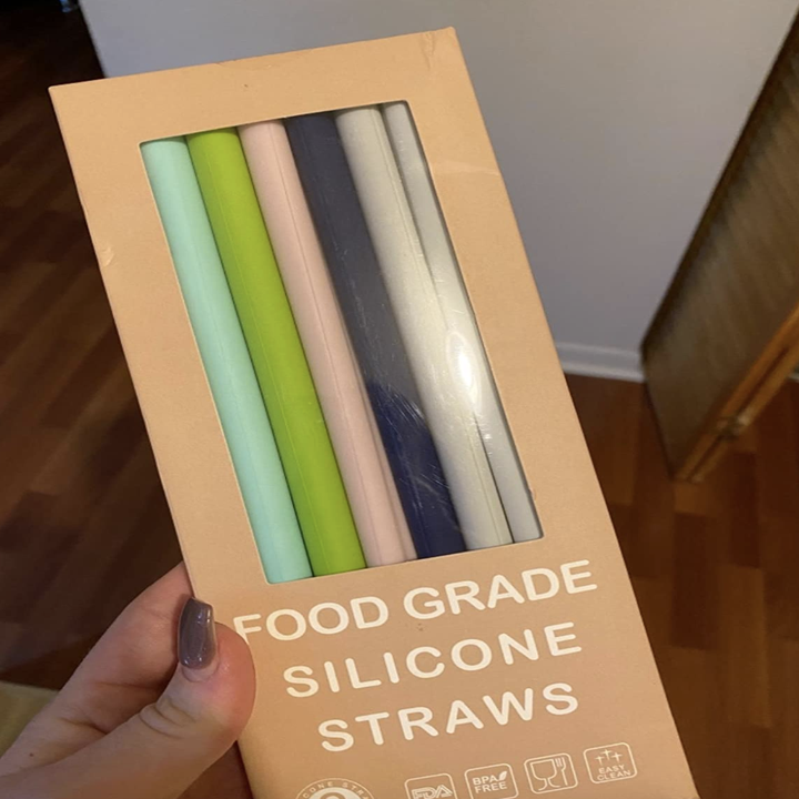 reviewer holding the pack of straws