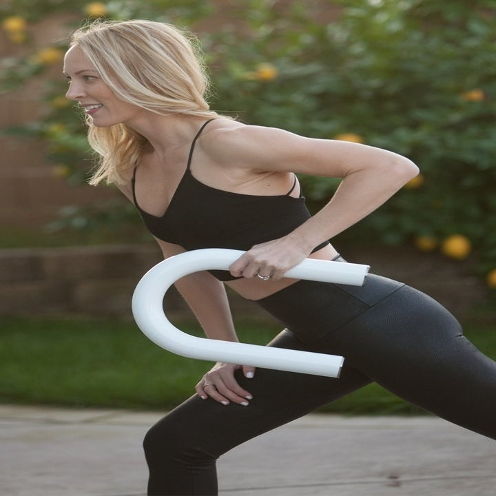 model using the u-shaped weight in white