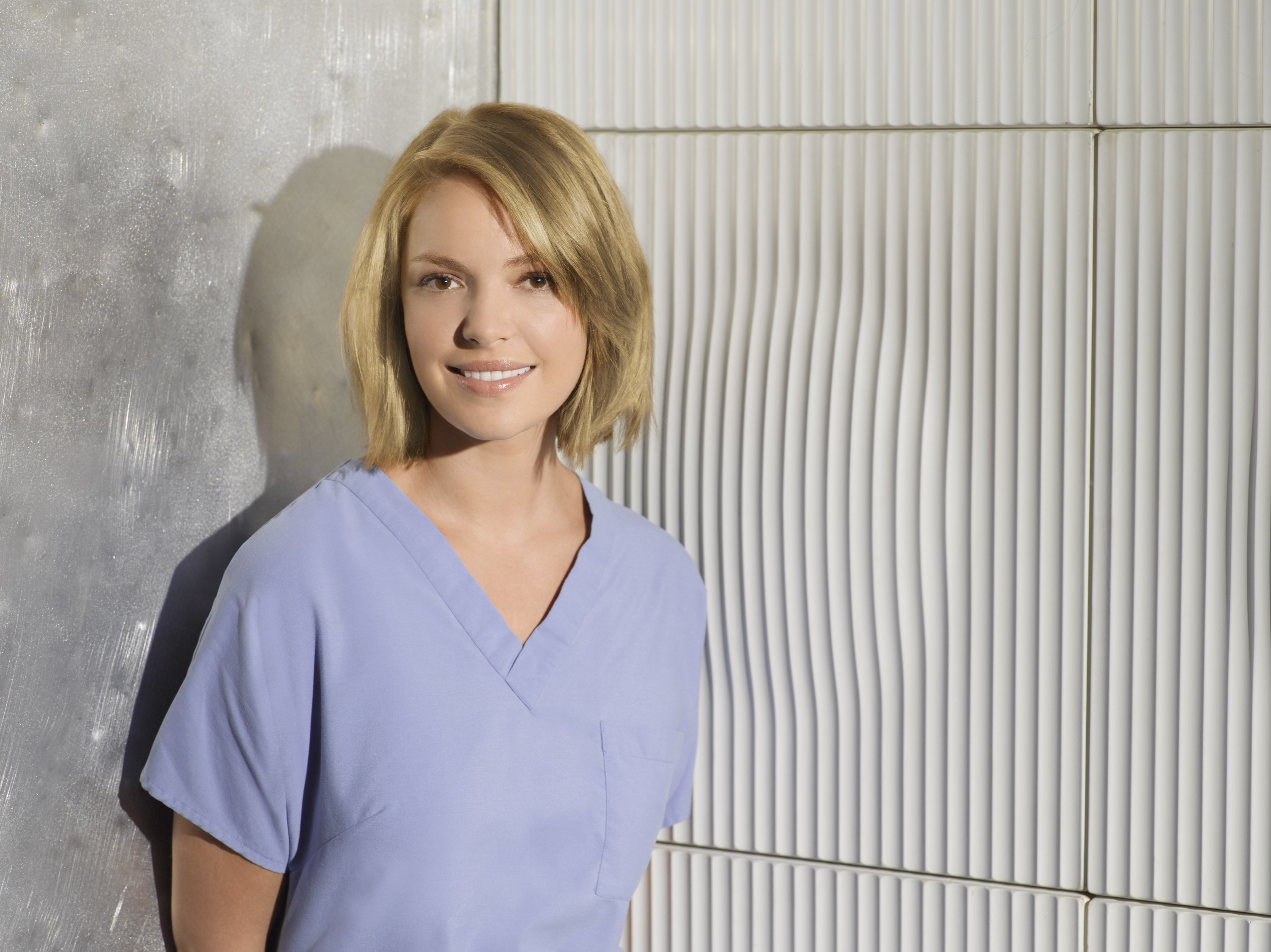 Katherine Heigl wearing blue scrubs in a promotional photo for Grey's Anatomy